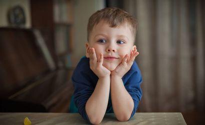 портрет мальчика за столом, мармелад