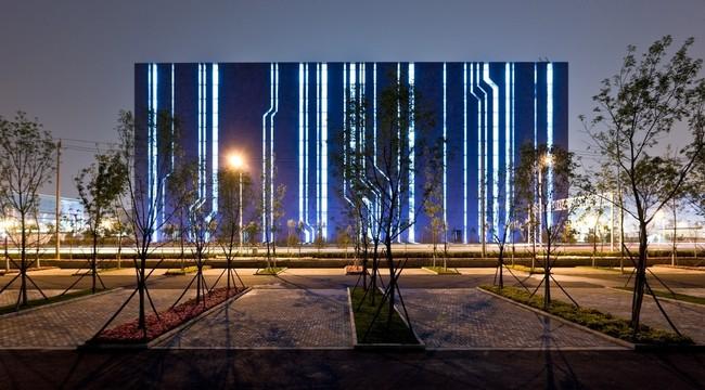 Оригинальная подсветка фасада