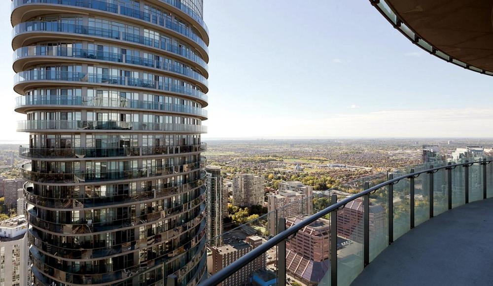 Вид на башню Absolute Towers с балкона